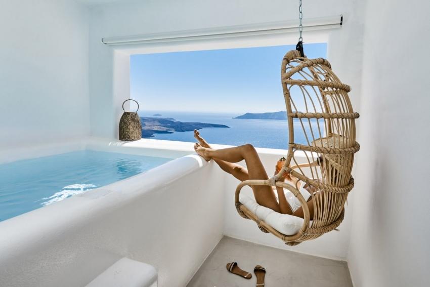 You & Me Santorini Suites: Η πολυτέλεια που αξίζεις με θέα που κόβει την ανάσα!